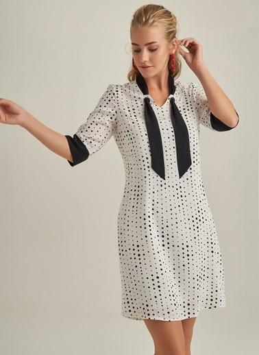 NGSTYLE Fular Detaylı Desenli Elbise Beyaz